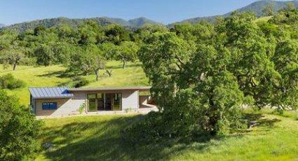 fachada cabaña, cabaña en el campo, casa en el campo, foto cabaña