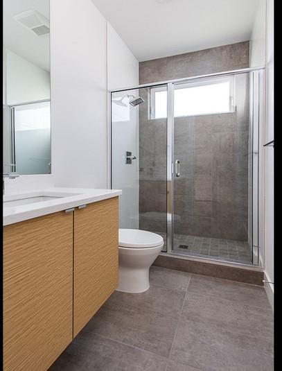 Planos de casas modernas y fotos interiores planos de - Banos pequenos modernos y funcional ...